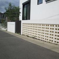 平塚市外構工事 K様邸エクステリア 石張り スリット 植木植栽 袖壁 ライティングのサムネイル